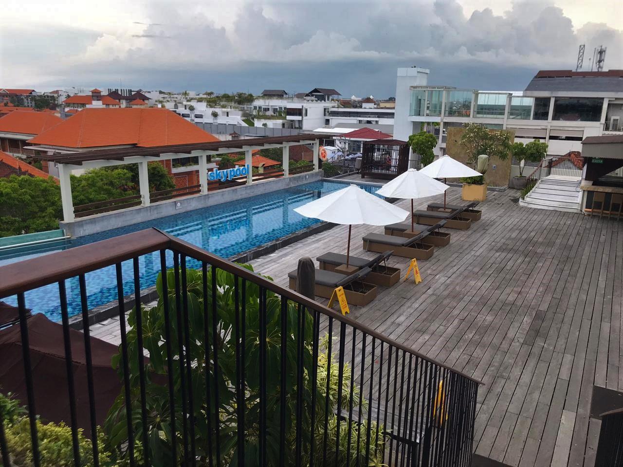 Rooftop Pool Legian Mendung