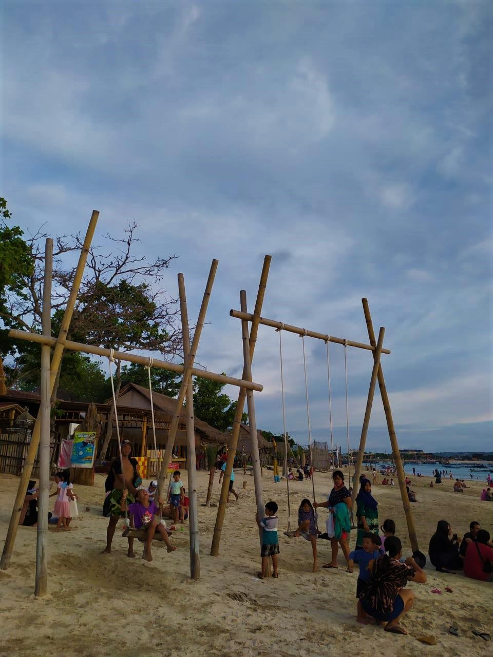 Ayunan Pantai Kelan Bali
