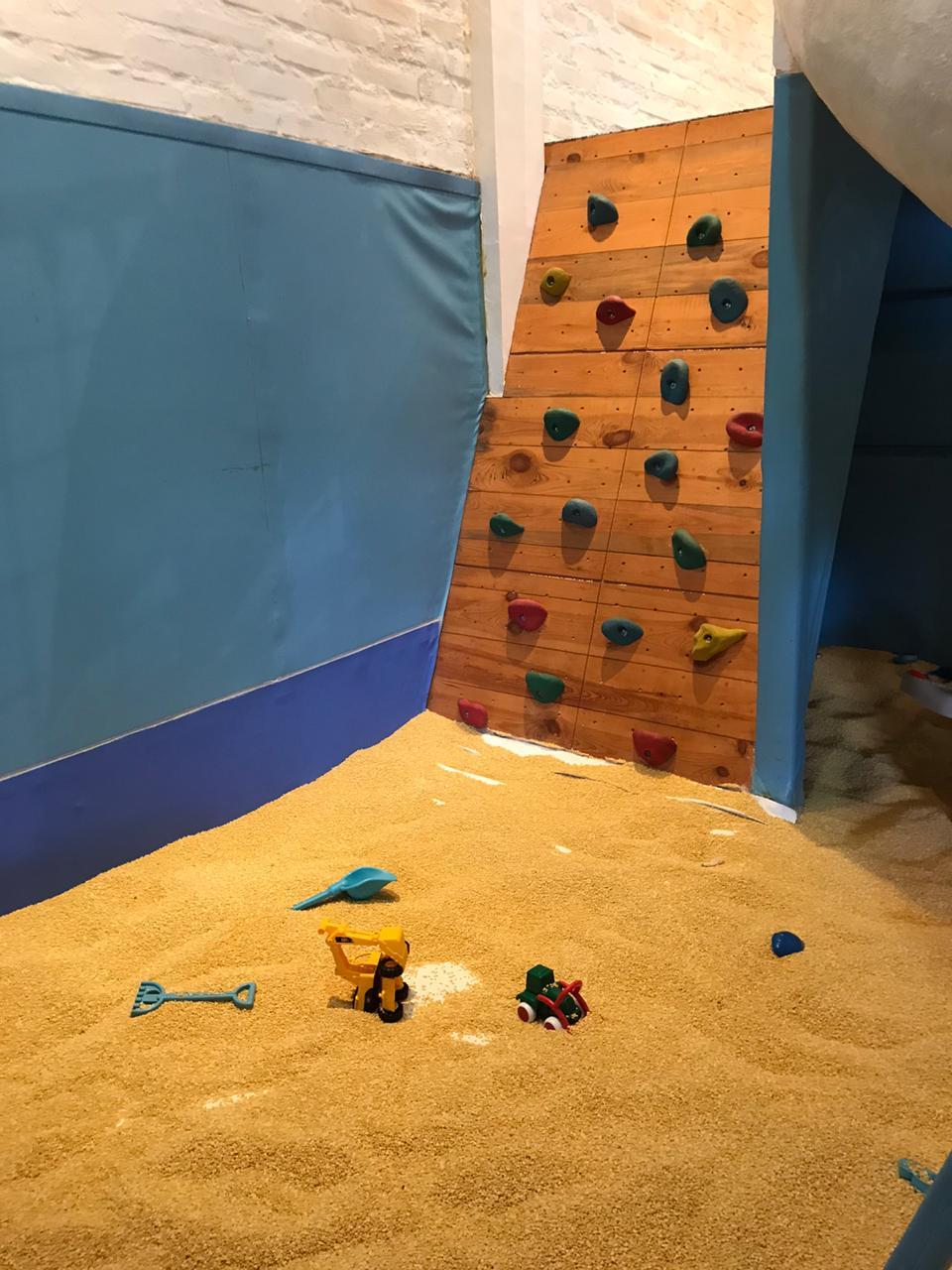 Tebing Panjat Mini Anak