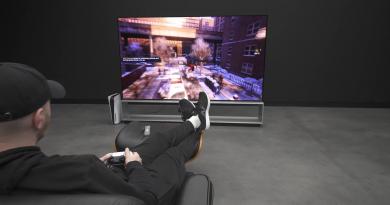 Bermain PS5 Dengan TV 8K