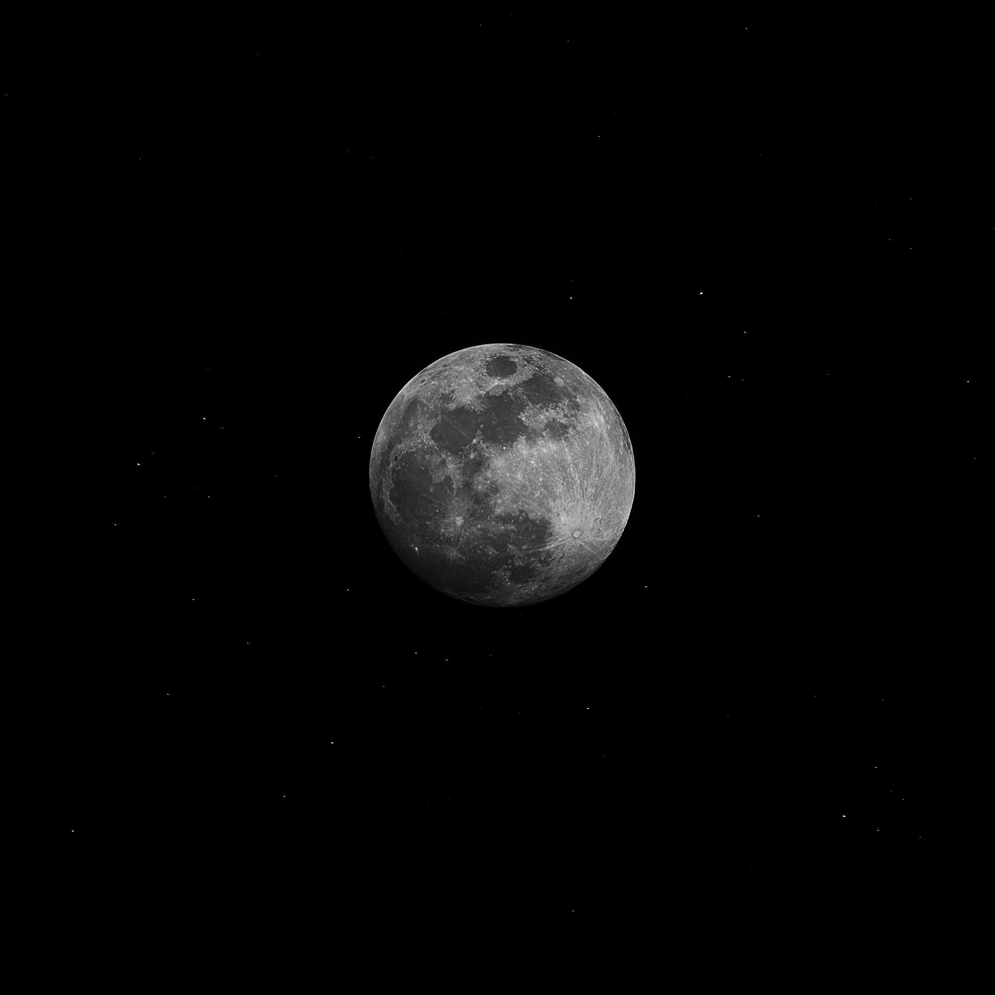 Bulan Di Langit Malam