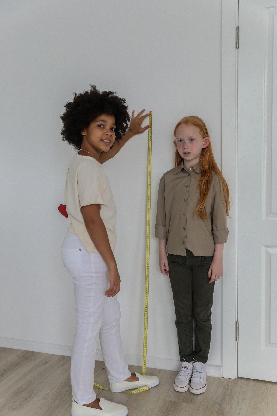Perbedaan Tumbuh Tinggi Badan Anak