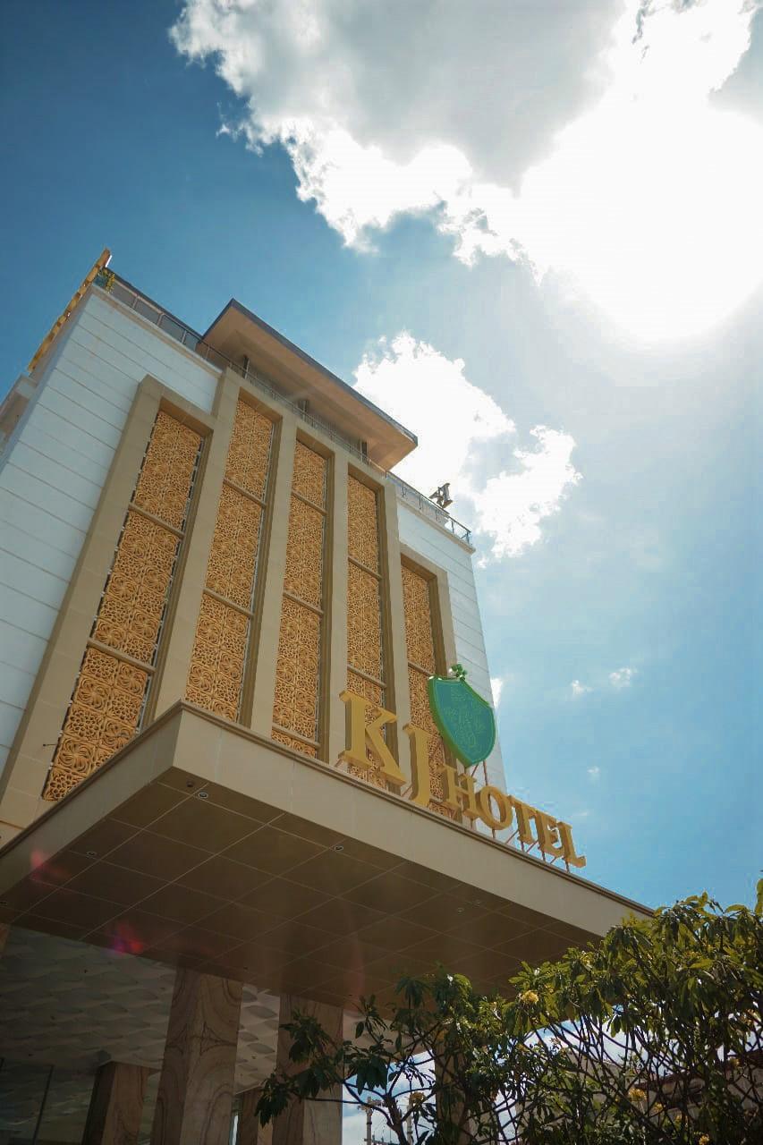 KJ Hotel - Tampak Depan