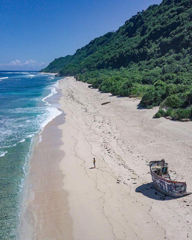 Pantai Nunggalan Bali