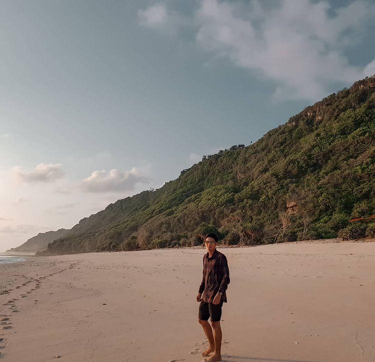 Pantai Pasir Putih Baloi